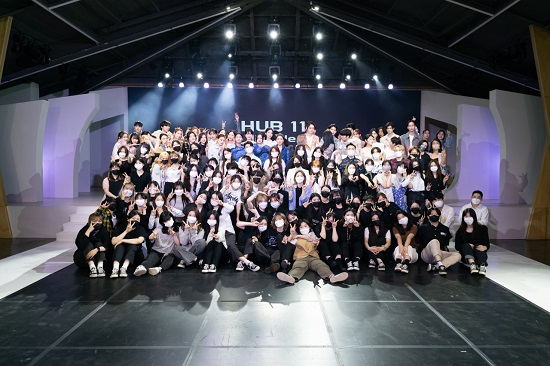 'HUB 11' 출연자 및 제작자 단체사진.jpg